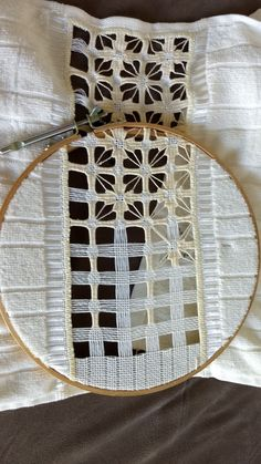 Arte del Filo Associazione Culturale Ricamo's media content and analytics Hardanger Embroidery, Cross Stitch Embroidery, Hand Embroidery, Cross Stitch Patterns, Cross Stitches, Loom Patterns, Embroidery Needles, Embroidery Patterns, Feather Stitch