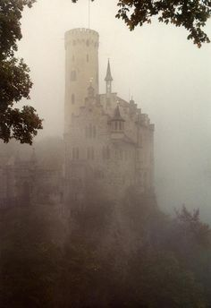 eerie castle in fog...reminds me of some of the scenes in Outlander