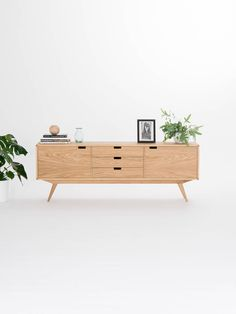 Sideboard credenza dresser commode made of oak wood image 0 Mid Century Modern Sideboard, Retro Sideboard, Modern Credenza, Living Room Furniture, Modern Furniture, White Credenza, Black Tv Stand, Different Types Of Wood, Side Board