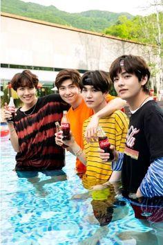 Coca Cola lanza imágenes inéditas de BTS y Park Bo Gum. #bangtan #bangtanboys #army #cocacola #taehyung #rapmonster #jhope #suga