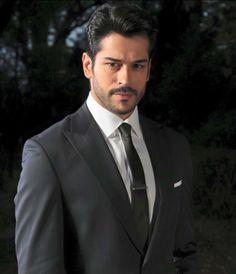 Burak Özcivit ❤️❤️❤️❤️❤️ Actors & Actresses, Hot Guys, Pilot, Aviation, Hair Cuts, Mens Sunglasses, Suit Jacket, Drama, Fan
