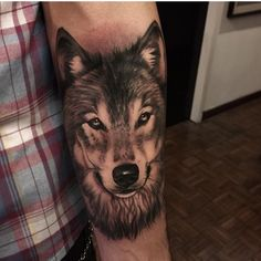Want this in my ankle Wolf Tattoos Men, Animal Tattoos, Cover Up Tattoos, Body Art Tattoos, Wolf Tattoo Forearm, Remembrance Tattoos, Native American Tattoos, Tatoo Designs, Wolf Tattoo Design