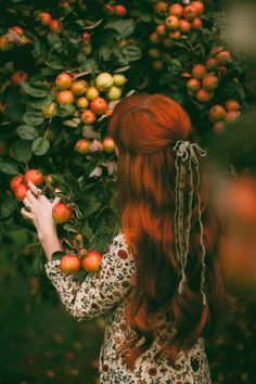 Almost Autumn - A Clothes Horse Source by autumn Fantasy Photography, Girl Photography, Old Dress, Danielle Victoria, Costume Noir, Princess Aesthetic, Forest Girl, Autumn Aesthetic, Ginger Hair