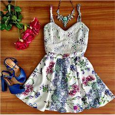 Vestido Feminino Curto Floral e Rendado Com Estilo e Delicadeza