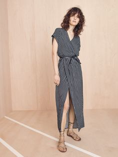 madewell wrap-front dress worn with the boardwalk lace-up sandal + full-circle belt. Clothes For Summer, Dress For Summer, Casual Summer Dresses, Trendy Dresses, Simple Dresses, Wrap Dresses, Dress Casual, Shift Dresses, Summer Maxi