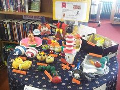 Pupils to be creative and turn a potato into a book character! World Book Day Activities, World Book Day Ideas, Activities For Kids, Crafts For Kids, Library Art, Library Lessons, Potato People, Year 2 Classroom, Potato Ideas