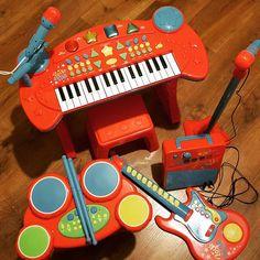 Rock Band od Tesco zapowiada się genialnie  Testujemy  Zapowiada się nowa recenzja na blogu ;) #tesco #tescopolska #tescopl #rockband #rockstar #zabawki #instrumenty #muzyka #gitara #perkusja #keyboard #pianinko #mikrofon #wzmacniacz #drumset #guitar #kakaludek #poznań #polska #dziecko #music #toys #toddler #kids