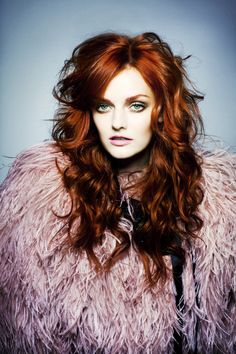 One of my favorite pics. Unique, gorgeous red hair with stunning layers, makeup is perfect. Super hot style.