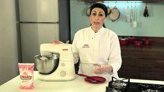 Chantilly estabilizado - 2 e ½ xícaras (chá) de creme de leite fresco gelado (500ml) - 1 colher (chá) de gelatina em pó incolor (4g) - 2 colheres (sopa) de Glaçúcar (30g) - 1 colher (sopa) de água para hidratar a gelatina (15ml)
