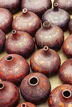 Decorated gourds in a crafts market in Nairobi diplomatic suburb. Out Of Africa, East Africa, Nairobi, Les Seychelles, Kenya Travel, Africa Travel, Design Living Room, Design Bedroom, African Market