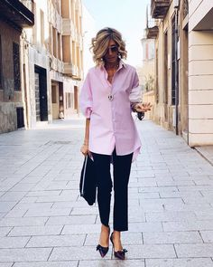 Best Outfits For Women Over 50 - Fashion Trends Over 50 Womens Fashion, 50 Fashion, Fashion Over 40, Work Fashion, Fashion Outfits, Fashion Tips, Fashion Trends, Classic Fashion, Mode Ab 50