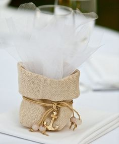 μπομπονιέρες γάμου - Google Search Wedding Guest Book, Diy Wedding, Wedding Gifts, Dream Wedding, Wedding Souvenir, Bonbonniere Ideas, Burlap Bags, Sweet Bags, Jute