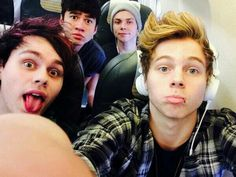 5SOS on their way to Spain!!!!
