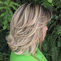 70 Brightest Medium Layered Haircuts to Light You Up - Mid-Length Feathered Ash Blonde Hairstyle - Mid Length Layered Haircuts, Shoulder Length Hairdos, Natural Wavy Hair, Medium Hair Cuts, Medium Cut, Hair Highlights, Color Highlights, Fine Hair, Hair Lengths
