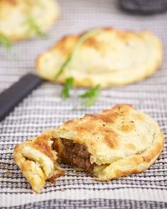 Cornish pasty - must be shaped like a 'D', crimped on one side and include a chunky assortment of swede, potato, beef and onion. They must also be prepared in Cornwall but they don't necessarily have to be cooked… Beef And Guinness Pie, Guinness Pies, Guinness Recipes, Irish Recipes, Meat Recipes, Cooking Recipes, Mary Berry, Ma Baker, Tasty