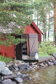 Fishing shed at the lake