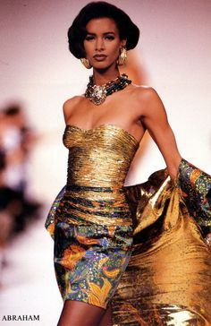 Maureen Gallagher for Jean-Louis Scherrer 1990 Dolly Fashion, 90s Fashion, Fashion Photo, Runway Fashion, Fashion Models, High Fashion, Fashion Styles, Retro Fashion, Winter Fashion