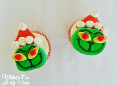 Kitchen Fun With My 3 Sons: Grinch Marshmallow Cupcake Toppers..super easy!