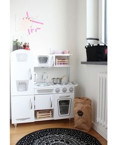 What A Great Corner With #kidkraft Vintage Kitchen :) Sugarandtots.