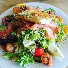 #healthylifestyle #eatclean #fitnesslifestyle #fitnessfreak #salad #yummy #salat #fitnesssalat #training #instafood #lachs #bodystyling #sommerfigur2016 by mel_fitnesslifestyle