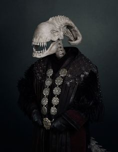 travis durden sees the demise of six infamous villains as lifeless skulls Statues, Statue Antique, Comic Tutorial, Photo Sculpture, Journal Du Design, Hr Giger, Ghost Faces, Ghost Photos, Dark Pictures