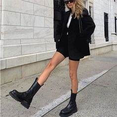 Ankle Boots Outfit Summer, Black Chelsea Boots Outfit, Biker Boots Outfit, Platform Boots Outfit, Combat Boot Outfits, Black Boots Outfit, Winter Boots Outfits, Platform Ankle Boots, Platform Chelsea Boots