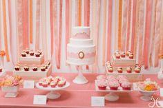 Bridal Shower Desserts.   Pared de listones