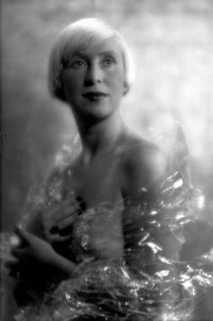Suzy Solidor - Openly gay French cabaret singer and owner of La Vie parisienne. I was not going to pin her on my board because she was convicted of collaboration with the Germans during WWII. Burlesque Music, Saint Servan, Classic Singers, Cagnes Sur Mer, Daughter Of Zeus, Muse Art, Moving To Paris, People Of Interest, Man Ray