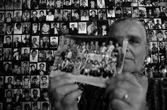 11/07/1995 - Ratko Mladiç komutasındaki Sırp ordusu, Bosna-Hersek'teki Srebrenitza Bölgesi'nde, yaklaşık 8.000 Boşnak'ı öldürdü.