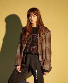 What If Lalisa Manoban is inlove with Her Best friend? Kpop Girl Groups, Korean Girl Groups, Kpop Girls, Rapper, Jennie Blackpink, Blackpink Lisa, Lisa Chan, Blackpink Fashion, Korean Fashion