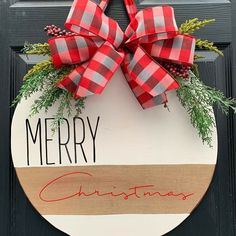 christmas signs Easy DIY Christmas Decor Ideas for Front Porch - Wooden Signs Rustic Christmas, Winter Christmas, Christmas Holidays, Christmas Wreaths, Merry Christmas Signs, Christmas Door Hangers, Christmas Wooden Signs, Christmas Island, Farmhouse Christmas Ornaments Diy