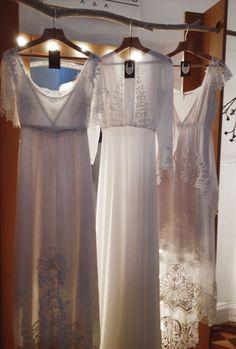 Vestidos de novia (Inspiración) // Wedding dress (Inspiration) Si pudiera casarme este año de nuevo, sin duda llamaría a Marcela Mansergas para que me hiciera mi vestido de novia, adoro la forma en que maneja el encaje y el bordado. LOVE TOTAL ♥ #marcelamansergas #vestidodenoviaconencaje #vestidodenoviaromantico