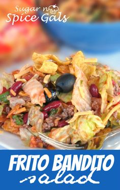 hamburger 1 can olives, halved 1 head lettuce 2 tomatoes 2 cups shredded cheddar cheese 1 green pepper, chopped 4 green onions, chopped 1 bag Frito Corn Chips 1 bottle Catalina Dressing Mexican Dishes, Mexican Food Recipes, Fritos Corn Chips, Tortilla Chips, Good Food, Yummy Food, Healthy Salad Recipes, Yummy Recipes, Bon Appetit