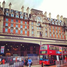 London Victoria Railway Station (VIC) (London Victoria Railway Station)