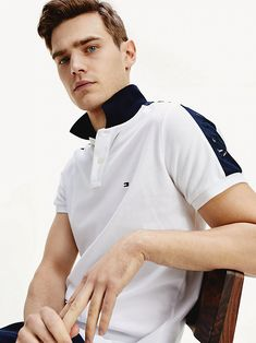 Polo Hilfiger con logo | WHITE | Tommy Hilfiger Tommy Hilfiger, Slim Fit Polo, Polo T Shirts, Shirt Style, Chef Jackets, Polo Ralph Lauren, Fitness, Mens Tops, Men Shirt