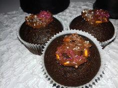 Cupcake de chocolate con pretzel bañado con chocolate de cobertura