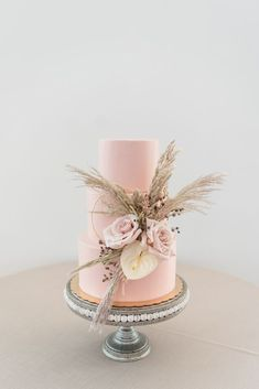 Pink Wedding Cake with Pampas Grass Organic Eco-Friendly Wedding Styled Shoot featured on Nashville Bride Guide See more wedding inspiration at nashvillebrideguide com Blush Pink Wedding Cake, Floral Wedding Cakes, White Wedding Cakes, Blush Pink Weddings, Wedding Cake Designs, Floral Cake, Gold Wedding, Wedding Cupcakes, Purple Wedding