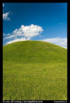 Emerald Mound, one of the largest Indian temple mounds in Natchez Trace Parkway, Mississippi, USA