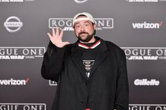 Director Kevin Smith survives 'widow-maker' heart attack; expert talks about common signs | Viral Feed Today