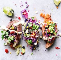 Roasted sweet potatoes filled with colourful whole foods // The perfect #MeatlessMonday by Elsa's wholesome life