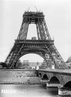 Construction de la tour Eiffel. Paris, juillet 1888. Photographie Henri Roger.