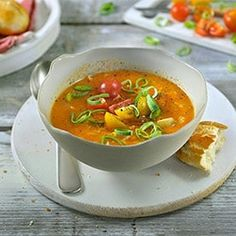 A delicious vegetarian soup, bursting with fresh vegetables. Using the Philips SoupMaker, you can have your soup on the table in just 20 minutes. Tomato Vegetable, Vegetarian Soup, Hot Soup, Freshly Baked, Fresh Vegetables, Curry, Snacks, Cooking, Koken