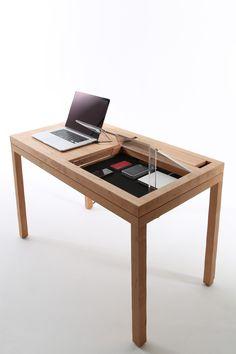WT est une table créé par le concepteur CONSENTABLE basé à Tokyo. Le pied de la table est équipée d'une gouttière 20 mm x 9 mm qui permet de câbler les câbles et est masquée. L'arrière …
