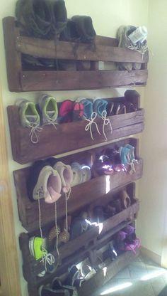 Pallet Shoe Storage. Practical & looks good