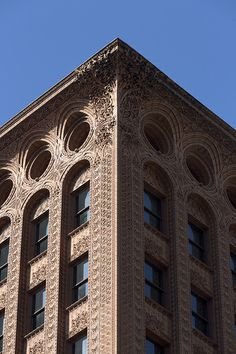 Louis Sullivan, The Guaranty Building, The detail work on the outside of this building is beautiful. Seems like a cross between Gothic and modern architecture. Gothic Architecture, School Architecture, Beautiful Architecture, Beautiful Buildings, Architecture Details, Interior Architecture, Building Facade, Building Structure, Art Nouveau