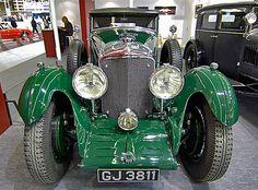Automobiles classiques by Ganymede2009, via Flickr. Bentley
