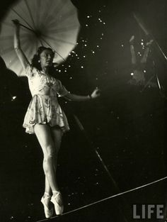vintage everyday: Daily Life of Circus Girls in Sarasota, Florida, ca. 1949 http://www.vintag.es/2014/01/daily-life-of-circus-girls-in-sarasota.html ~