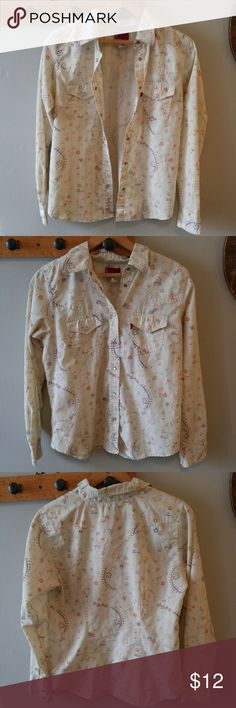 """Levi's western shirt cotton size Small S This pretty blouse by Levi's is made of lightweight cotton. Size Small. The color is pale ivory - white with a subtle floral pattern. Pearly snap closure at front and at wrists. Two front pockets. This shirt is in very nice condition with the only flaw I could find is the left chest pocket is missing its pearl snap. From a smoke free home :) Bust: 35"""" Length: 24""""  POSHG8258LEVIS888 Levi's Tops Button Down Shirts"""