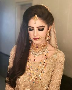 Hair style yes. eye make up Yess Pakistani Bridal Makeup, Bridal Lehenga, Indian Bridal, Pakistani Couture, Desi Wedding, Wedding Wear, Wedding Attire, Wedding Makeup, Wedding Bride