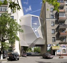 Architecture & Consulting Parasite Office by za bor architects in Moscow, Russia Nakahouse / . Architecture Design, Cabinet D Architecture, Futuristic Architecture, Amazing Architecture, Contemporary Architecture, Building Architecture, Dynamic Architecture, Creative Architecture, Chinese Architecture